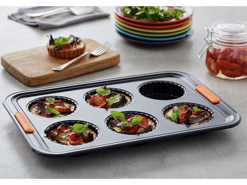 LE CREUSET-圓形六格波浪烤盤